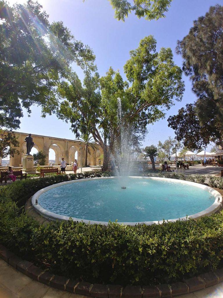 Valletta Górne Ogrody Barrakka fontanna