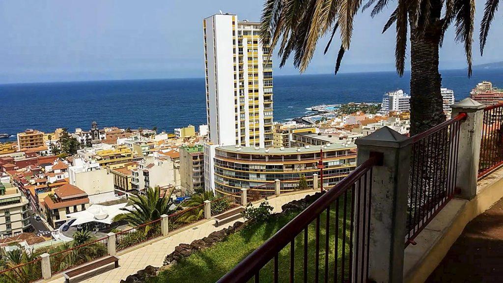 Teneryfa Puerto de la Cruz taras widokowy na miasto
