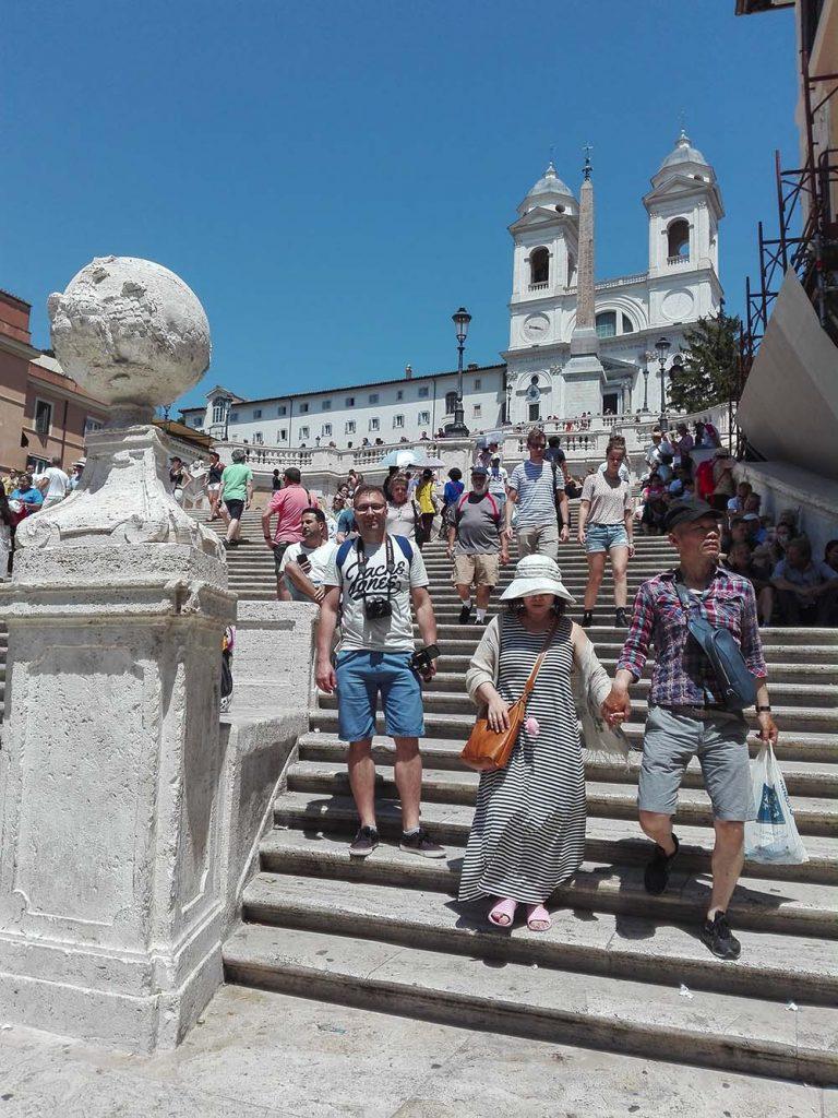 Rzym zwiedzanie na własną rękę schody hiszpańskie blog podróżniczy