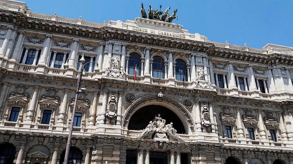 Budynek sądu najwyższego w Rzymie co warto zobaczyć