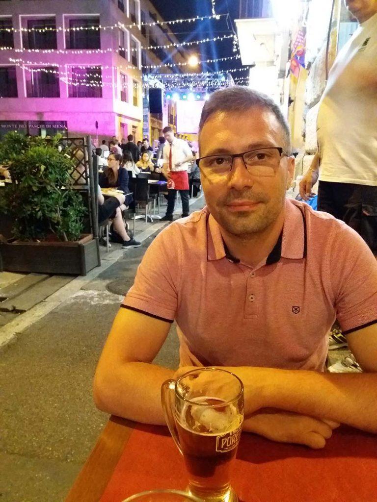 Uliczki z restauracjami w Rzymie