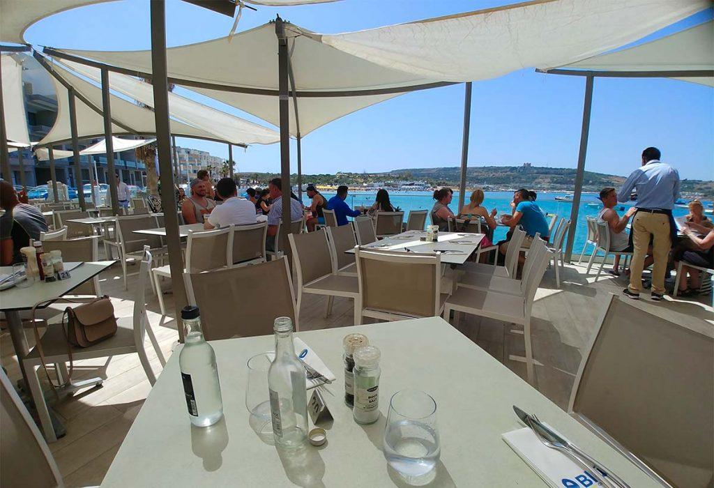 Malta Mellieha Bay restauracje niedaleko plaży