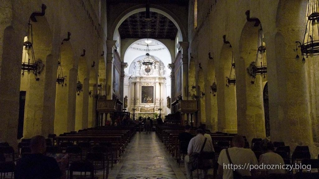 Wnętrze katedry w Syrakuzach, Ortygia, Sycylia