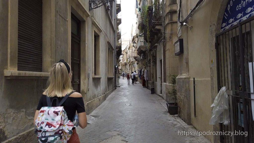 Ortygia, Syrakuzy uliczki miasta zwiedzanie atrakcji Sycylii