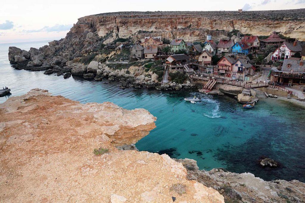 Popeye Village wioska Popeye'a co zwiedzić na Malcie blog podróżniczy