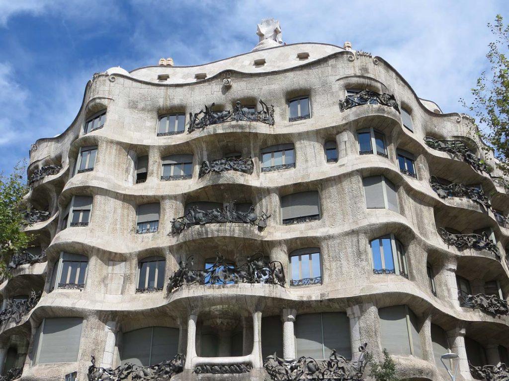 Casa Mila Barcelona atrakcje budynki Antoni Gaudiego