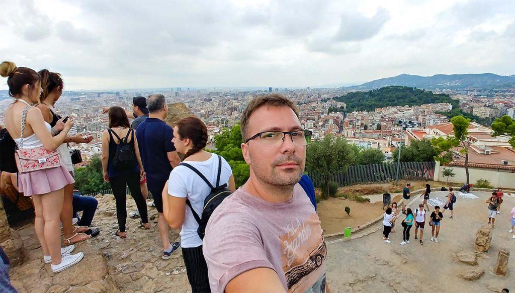 Park Guell w Barcelonie i widok na dużą część miasta