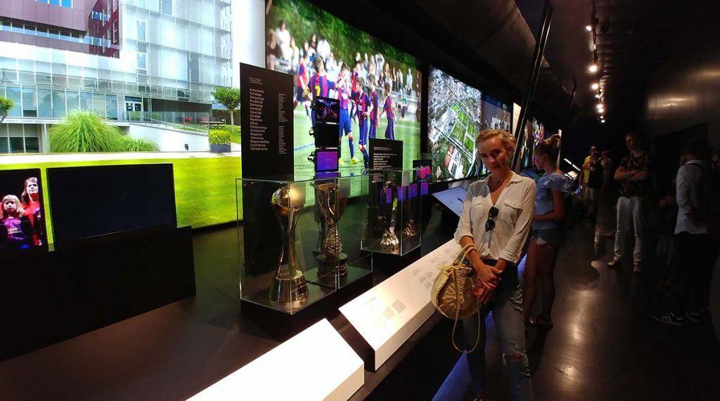 Camp Nou muzeum z pucharami i nagrodami zdobytymi przez klub i piłkarzy Barcelony