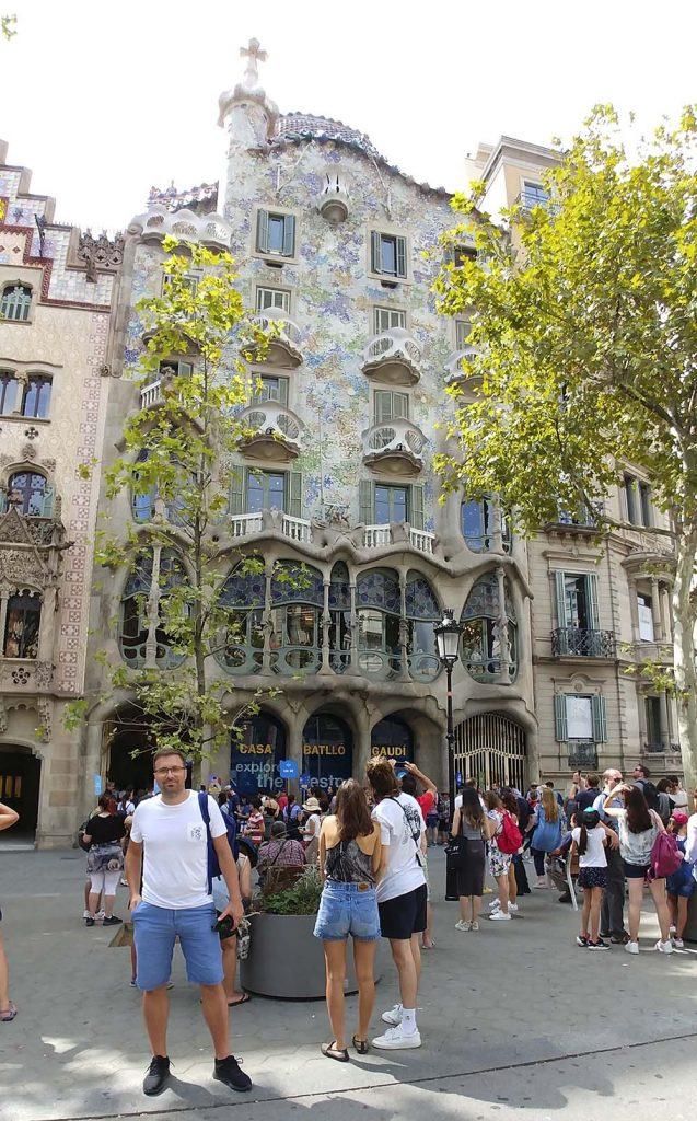 Budynki Gaudiego Barcelona atrakcje turystyczne