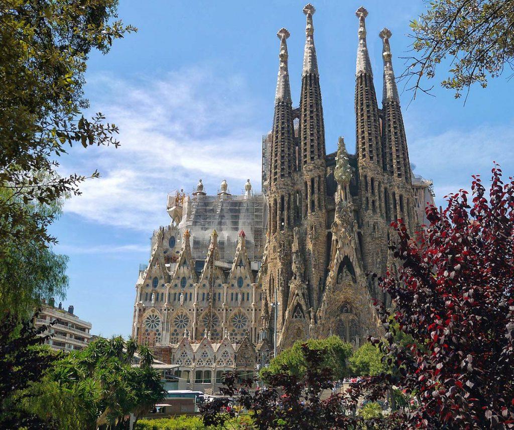 Sagrada Familia w Barcelonie - jedna z większych atrakcji stolicy Katalonii