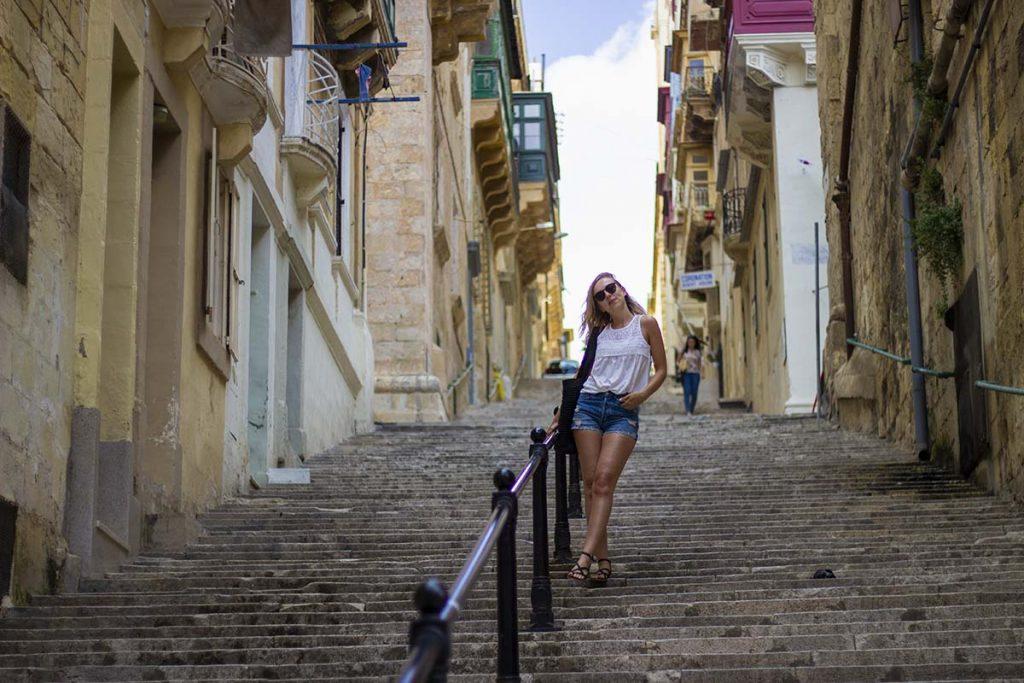 Malta Valletta typowa architektura i balkony