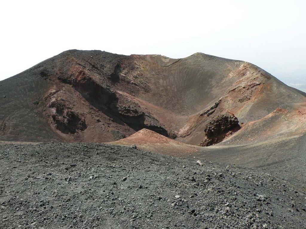 Krater wulkanu Etna na Sycylii