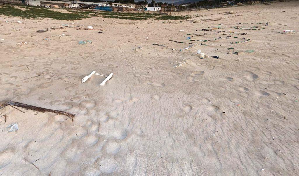 Sycylia Katania plaża publiczna i śmieci