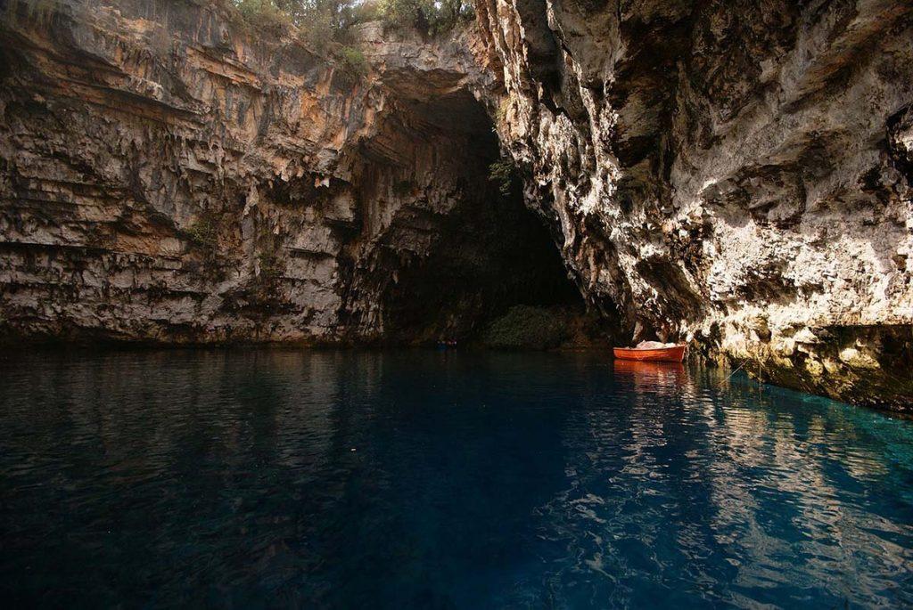 kefalonia jaskinie melissani atrakcje wysp greckich greckie wyspy