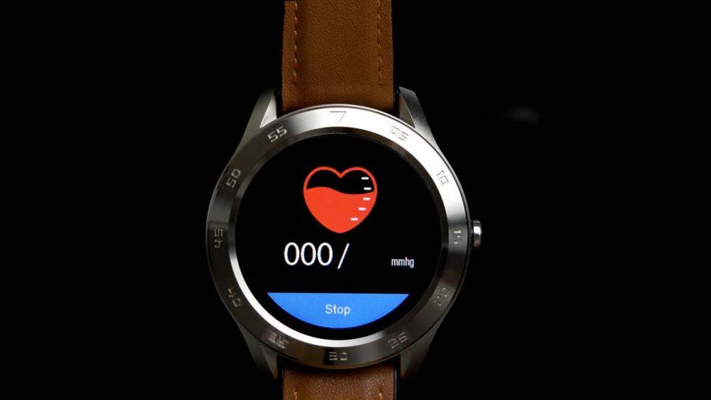 Smartwatch z mierzeniem ciśnienia krwi