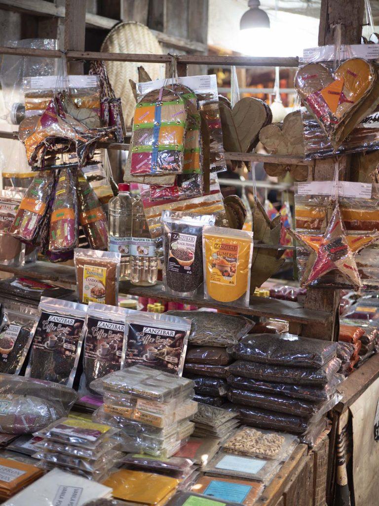 Zo warto zobaczyć w Stone Town targowisko Darajani Market z przyprawami