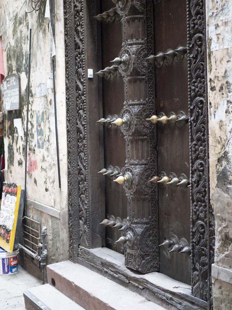 stone town drzwi typu indyjskiego zanzibar zanzibar stone town