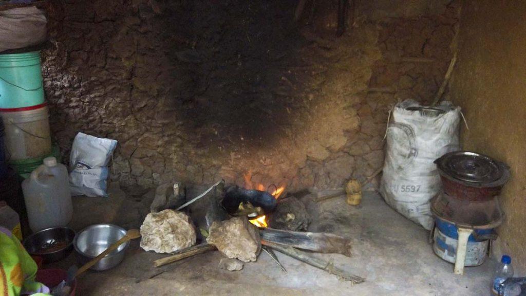 Zanzibar plantacja przypraw i lokalny obiad gotowany przez lokalne kobiety - ryba z duąż ilością przypraw.