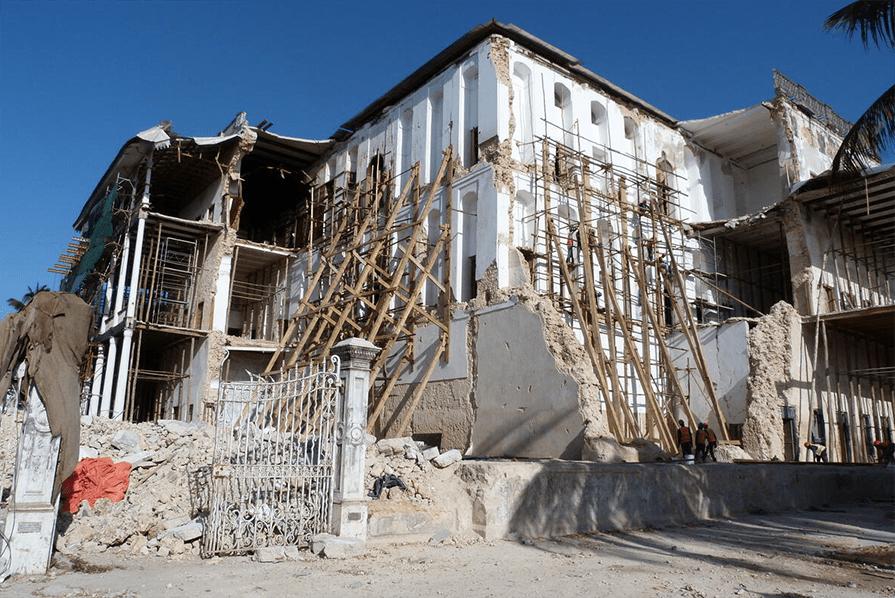 Stone Town Zanzibar Dom Cudów - House of Wonders co warto zobaczyć w stolicy Zanzibaru