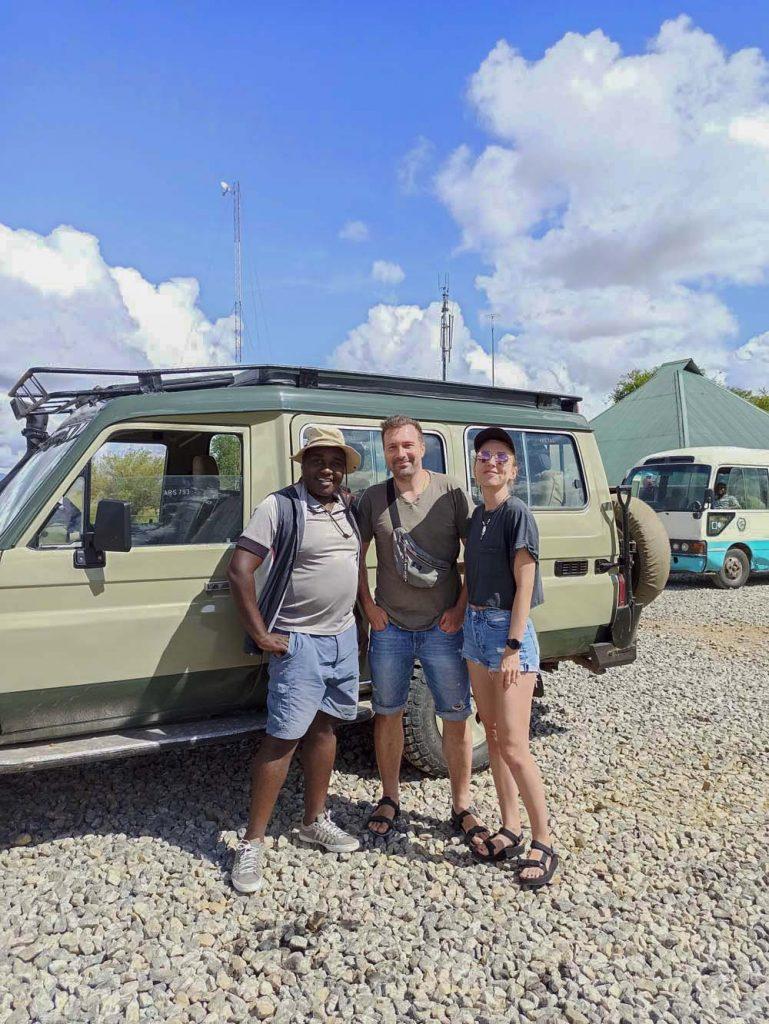 Jak zorganizować safari w Tanzanii przewodnik i kierowca z Jeep'em