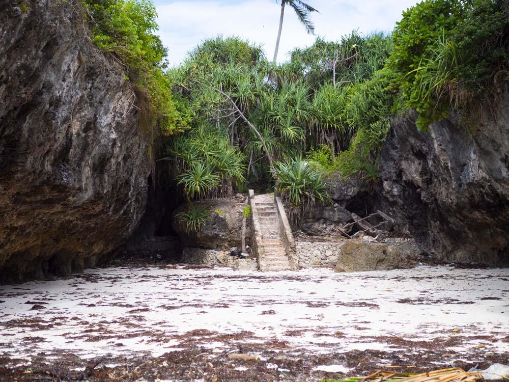Atrakcje Zanzibaru plaża Mtende i restauracja Eden Rock wejście na plażę