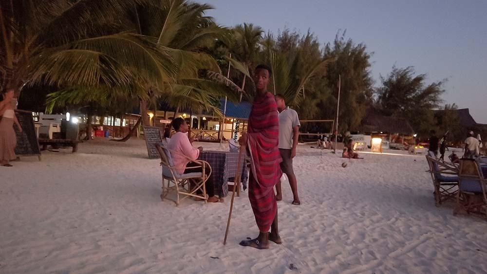 Masaj pracujący jako ochroniarz na Zanzibarze